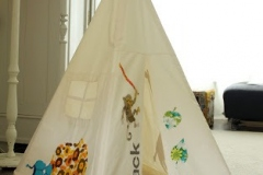 1_children-play-tipi1